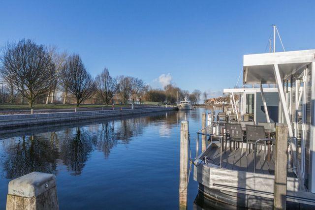 cover_Havenlodge-luxe-recreatie-woonboten-Naarden-Jachthaven-1jnh